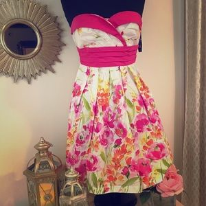Dresses & Skirts - NWT Strapless summer floral dress